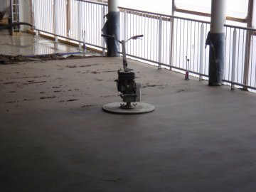 cementdekvloer-leggen.jpg - Terazzo en vloerenbedrijf Traas - Heinkenszand