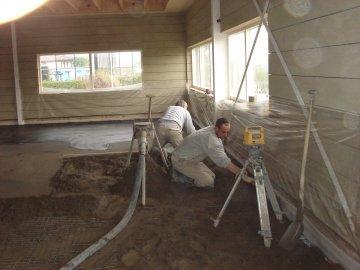 cementdekvloer-maken.jpg - Terazzo en vloerenbedrijf Traas - Heinkenszand