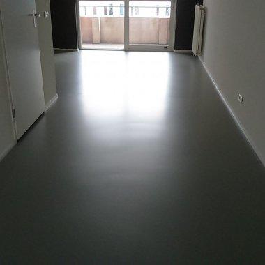 xkH-gietvloer-betonlook.jpg - Terazzo en vloerenbedrijf Traas - Heinkenszand